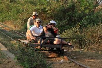 乘搭竹火车是件很享受的事。