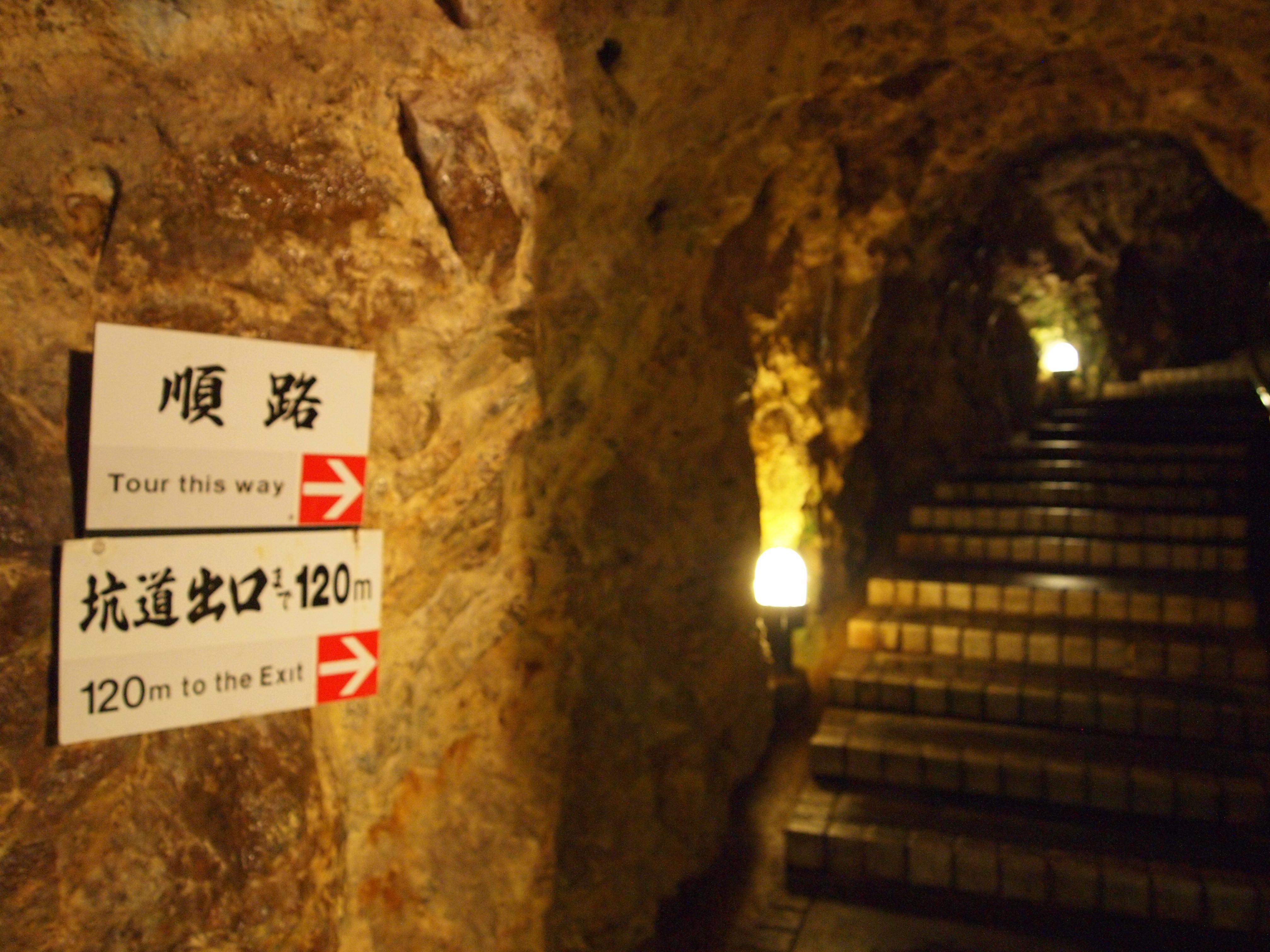 坑道内常年的温度仅约十度。