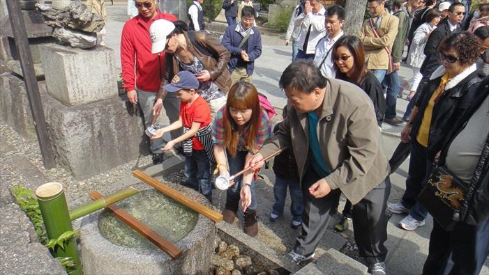 清水寺每年吸引非常多人造访。