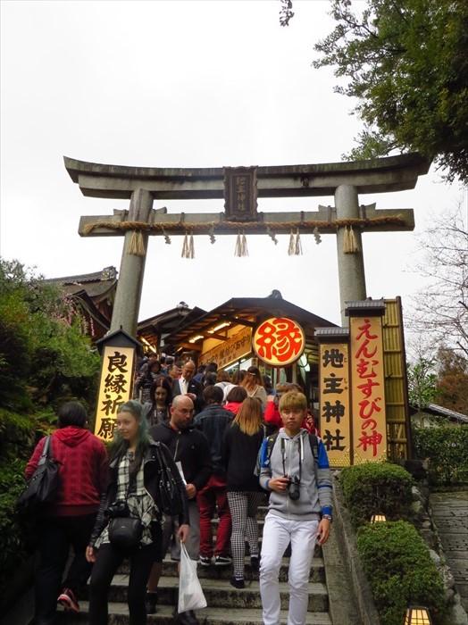 地主神社深受年轻人的欢迎。