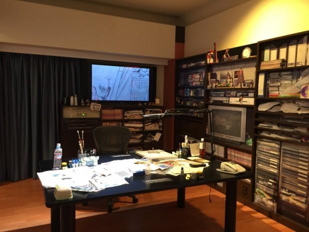 柯南博物馆内,有一处是以模拟作者青山刚昌的办公桌呈现眼前。。