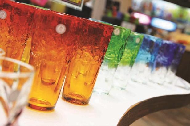 琉璃玻璃的鲜艳色彩和质感很耐看。