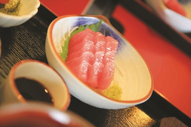 三文鱼肉质鲜美富有弹性。