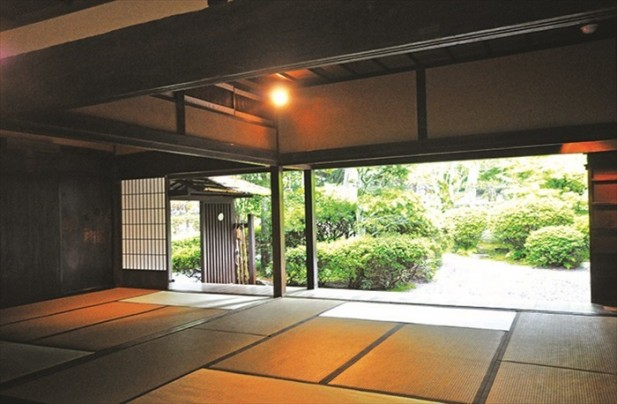 忍者的住所就像一般日本农家的感觉,但可是暗藏机关哦!
