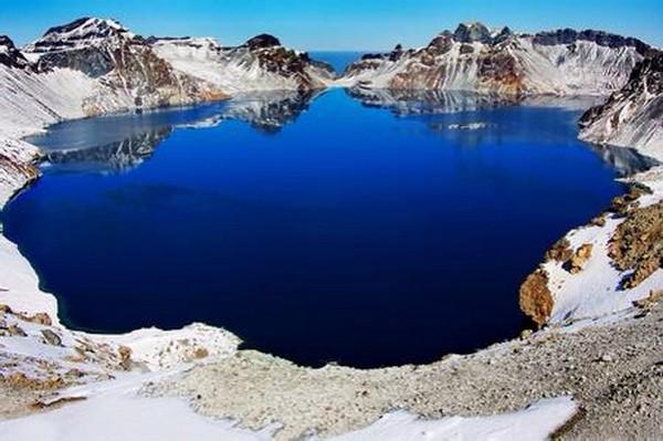 超约现实的景致,此湖只应天上有啊!
