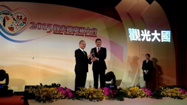 """蘋果旅遊荣获""""台湾观光贡献奖"""",蘋果旅遊集團董事经理拿督斯里 李益辉 太平绅士,今早出席颁奖礼。"""