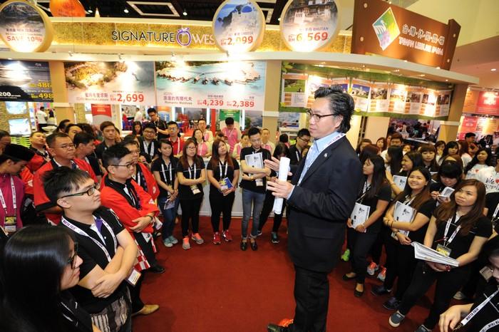 蘋果旅遊副董事经理拿督斯里许育兴一上台,蘋果人顿时士气大增。