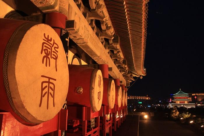 """西安鼓楼与钟楼两呼应,形成""""晨钟暮鼓""""之美景。"""