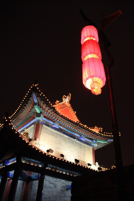 古色古香的建筑灯饰。