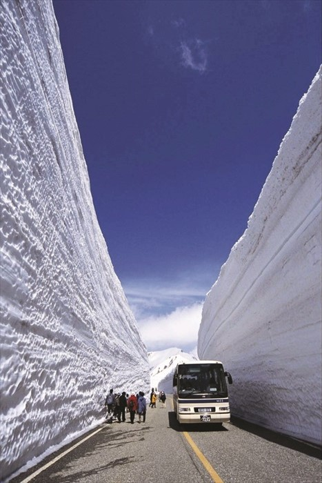 The Snow Corridor is 20km long and 2,450m in height, and welcomes visitors every April, with natural walls of undulating snow unfolding before their eyes.