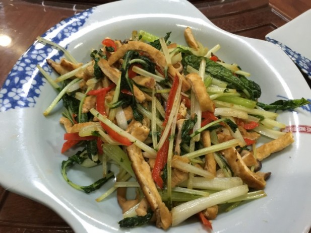 卖相朴实的菜肴,却能够尝出食材的鲜味。(一)