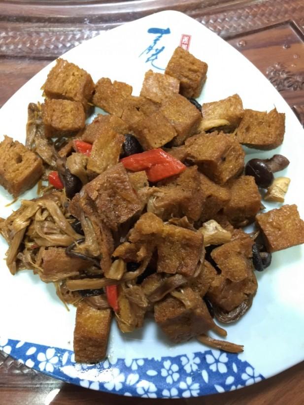 卖相朴实的菜肴,却能够尝出食材的鲜味。(二)