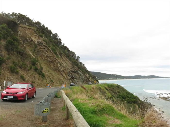 自驾自游,一路上的路弯弯、悬崖绝景,想停停拍拍走走,喝杯澳洲特有的拿铁随意。