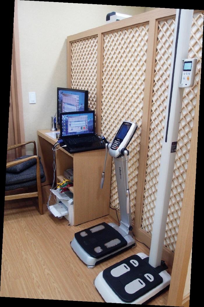 医美中心透过提供顾客有关体重、身高、体脂肪等的基本测量,以了解身体的初步状况。