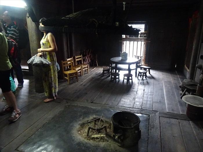 还有一个老婆婆住在这百年古屋内。