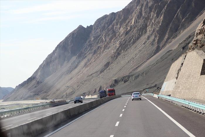 前往吐鲁番的路上。