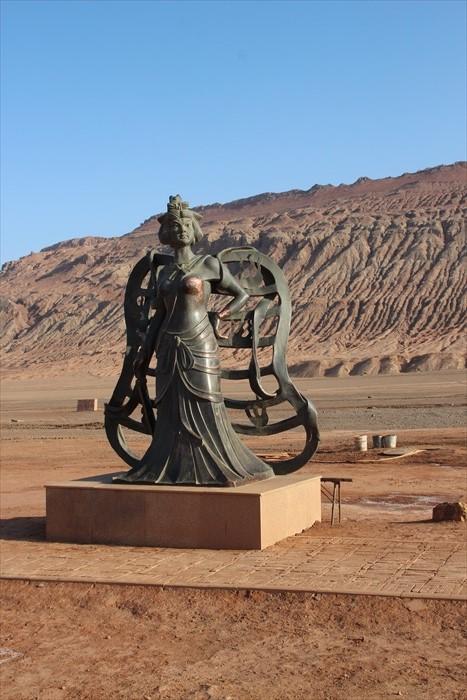 铁扇公主雕像。