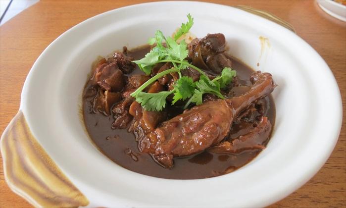 客家姜芽鸭 鸭肉之入味、之嫩,让人惊喜,且酱汁很足,拌饭吃就叫人过足姜味瘾。
