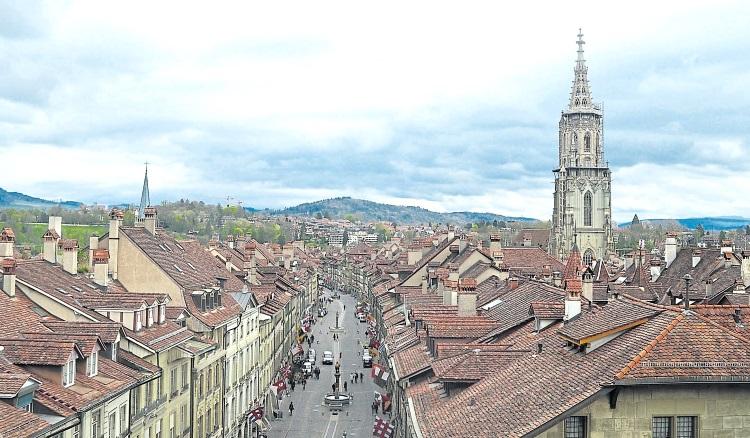 爬上塔楼,俯看整个伯恩旧城区,这城市的美,绝对经得起时间的考验。