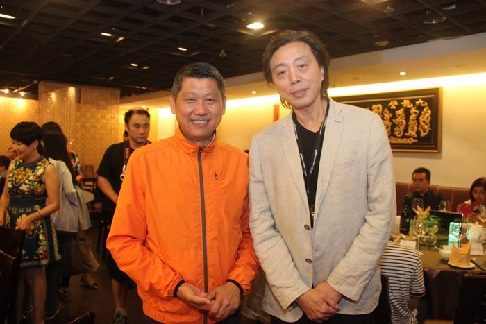 为《出走.走出》写序的《亚洲周刊》副总编辑(右)江迅说:旅行对李桑来说是在红尘中修行,学会弯腰。