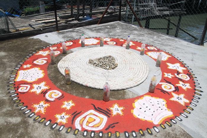 晒制咸鱼、墨鱼的空旷场地,也是艺术家创作的好地方。