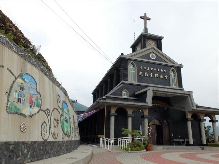 山上的黑教堂非常壮丽。