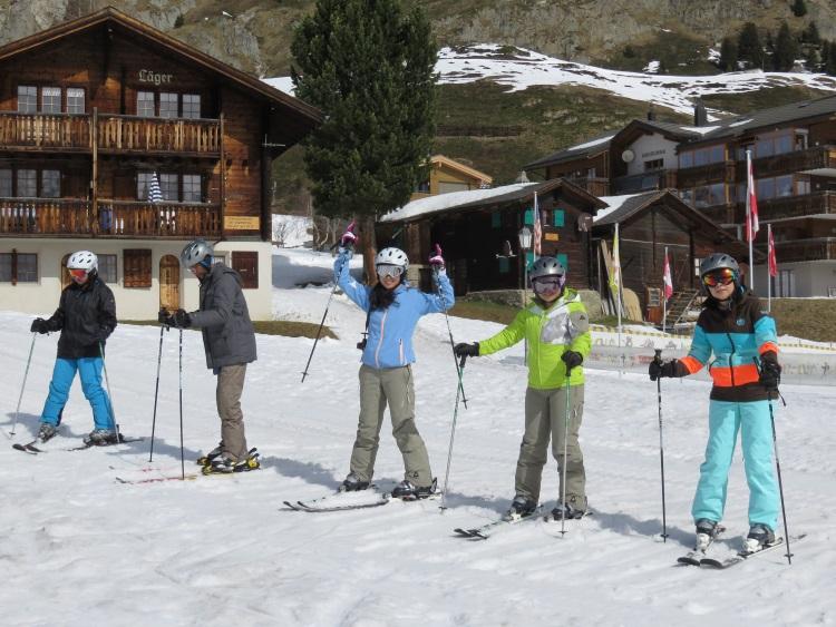 我们是菜鸟滑雪队,输人不输阵,甫士总得有型!