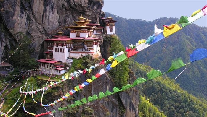 虎穴寺则几乎成为了不丹的象征性建筑,也是不丹国内最神圣的佛教寺庙。
