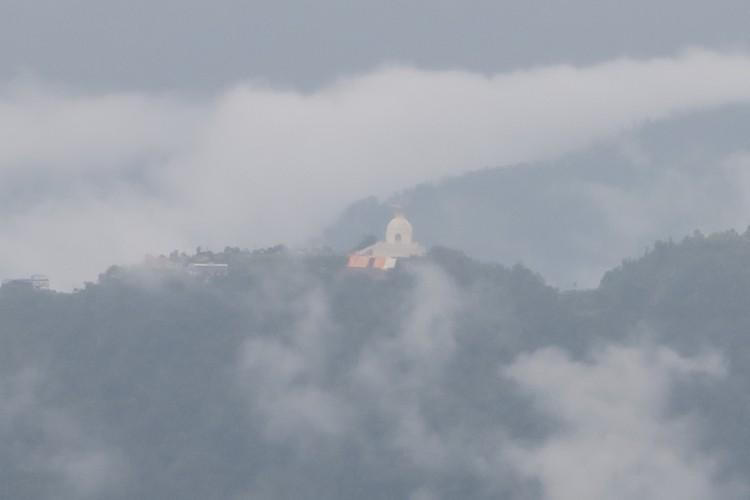 兴都教与佛教共融,山脉中异军突起的寺庙,分外有神。