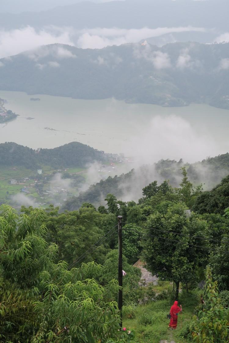 """8成尼泊尔人是以山为家;翻山越岭就是""""交通工具""""。"""
