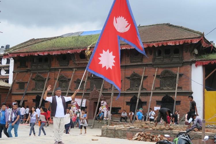 尼泊尔国旗是世界之最,以珠穆朗玛峰为傲。