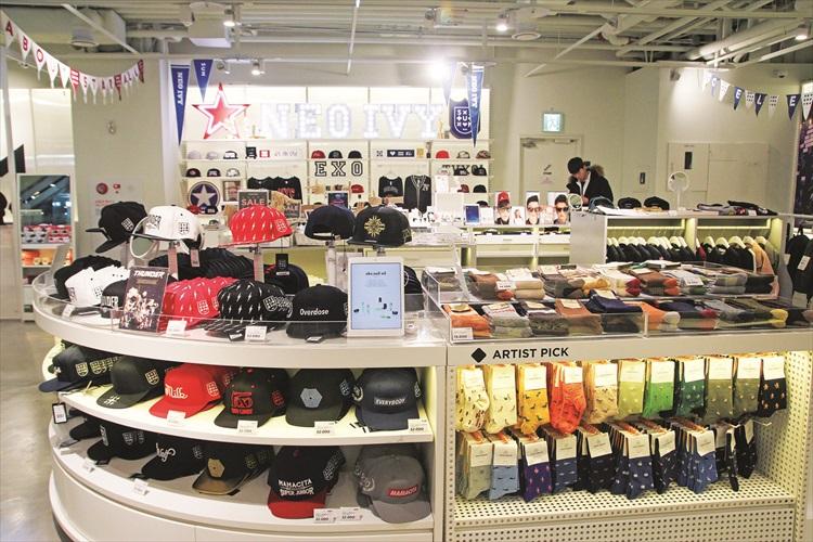 SUM明星商店有众多明星周边产品。