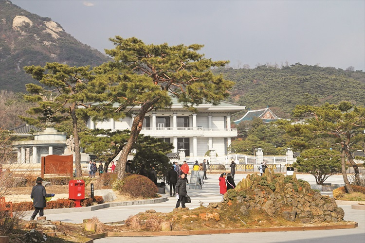 远处可见青瓦台,也就是大韩民国的总统府。