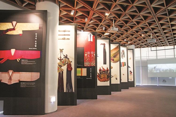 从韩国的服饰文化中,你可了解到不同阶层的服饰以及装饰品。