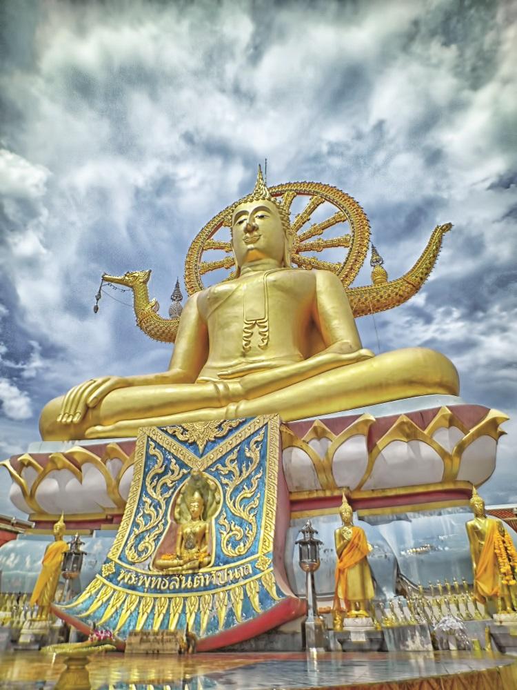 大佛寺敬奉着一座大型的佛像。