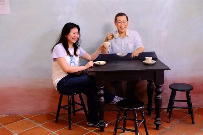 和股神巴菲特吃午餐得竞标,随时都可以和林冠英喝咖啡。