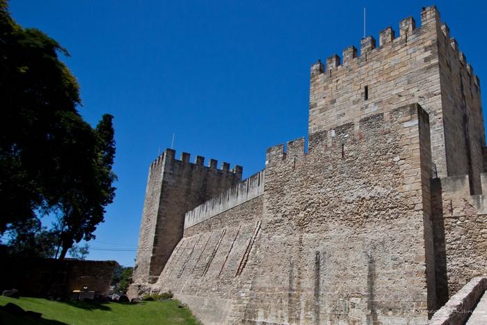 若你想要鸟瞰葡萄牙里斯本城区,那位于山丘上的圣乔治城堡就得列入你的行程之中了。