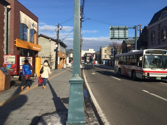 经常在冬季下满白雪的北海道小樽,今年是这个模样的模样。摄于2015年12月13日。