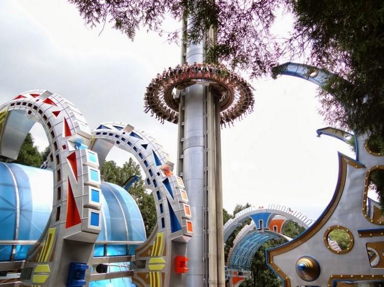 文化村内还设有各种刺激热门的游乐设施。
