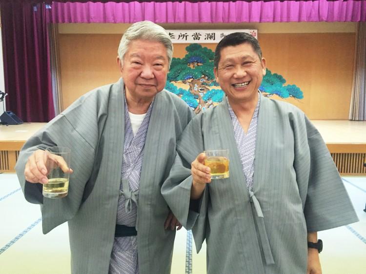 """""""让我们兄弟俩把酒言欢,尝美食、品醇酒、叹世界、论人生,笑傲江湖!"""""""