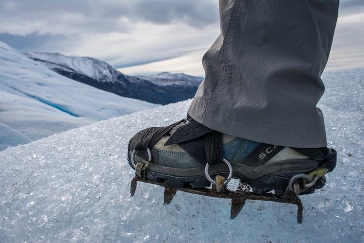 套牢鞋钉,带上爬冰川特有用具,进行徒步活动来个近距离接触!