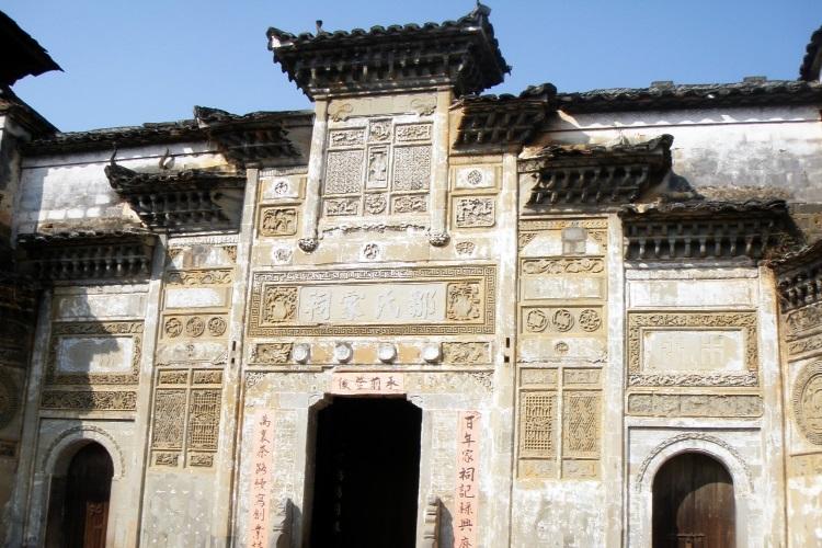 下梅古镇的邹氏大夫第是其中一间深宅大院,至今供人参观。