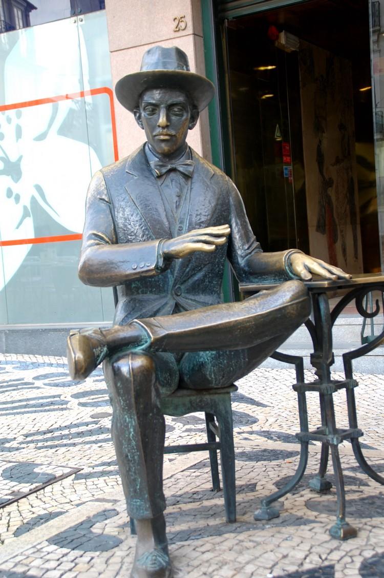 里斯本知名诗人佩索亚(Fernado Pessoa)。