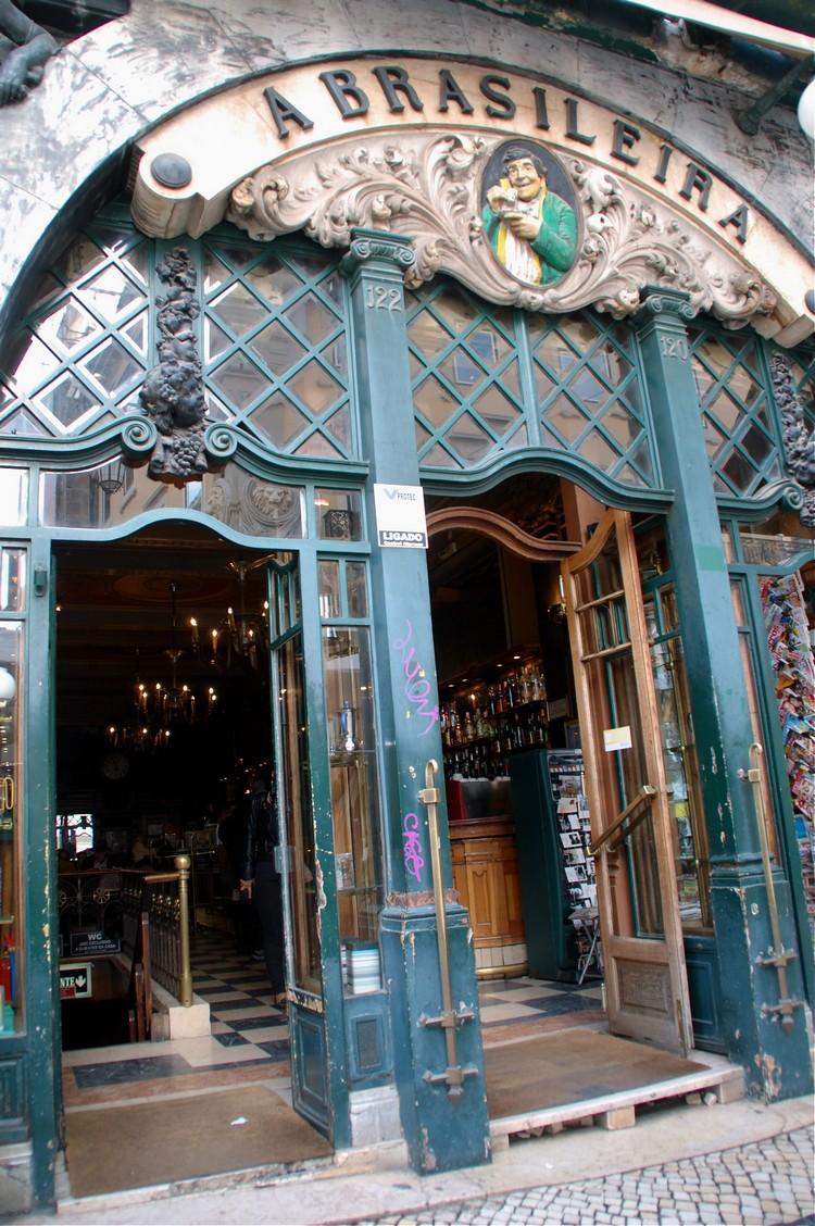 佩索亚生前最爱来的百年咖啡馆Brasileira。