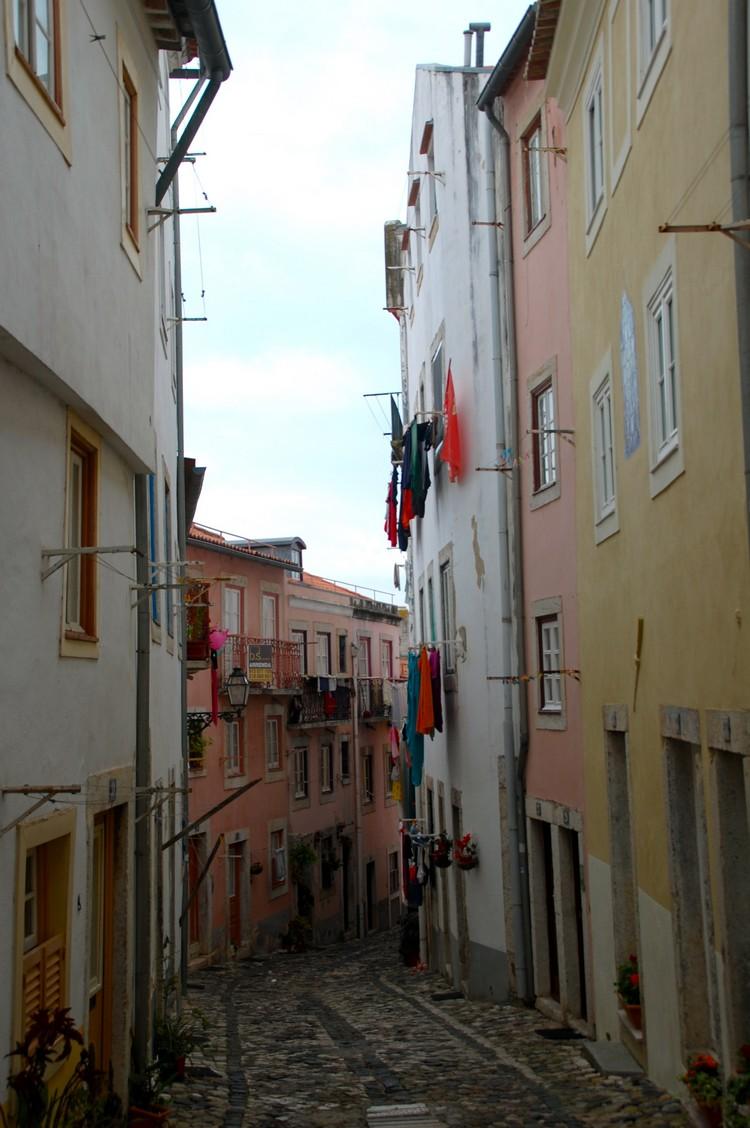 里斯本最古老的一区——阿法玛(Alfama)。
