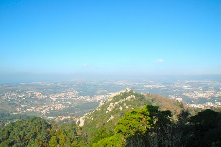 从佩纳宫俯瞰辛特拉风景。