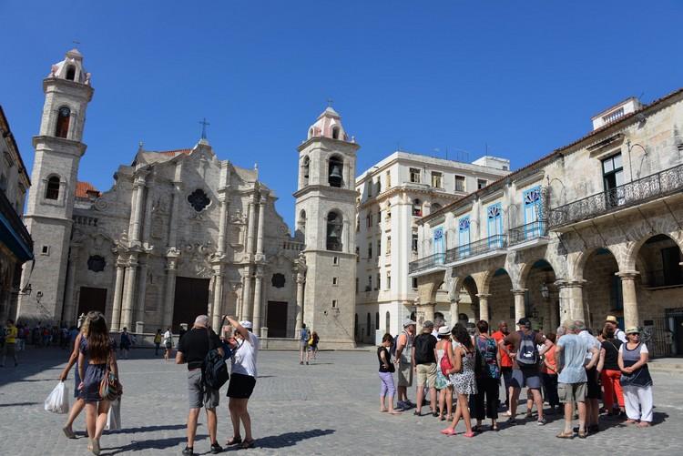 世界文化遗产的哈瓦那古城区。哈瓦那大教堂刚好在二月时,接待教皇到访。