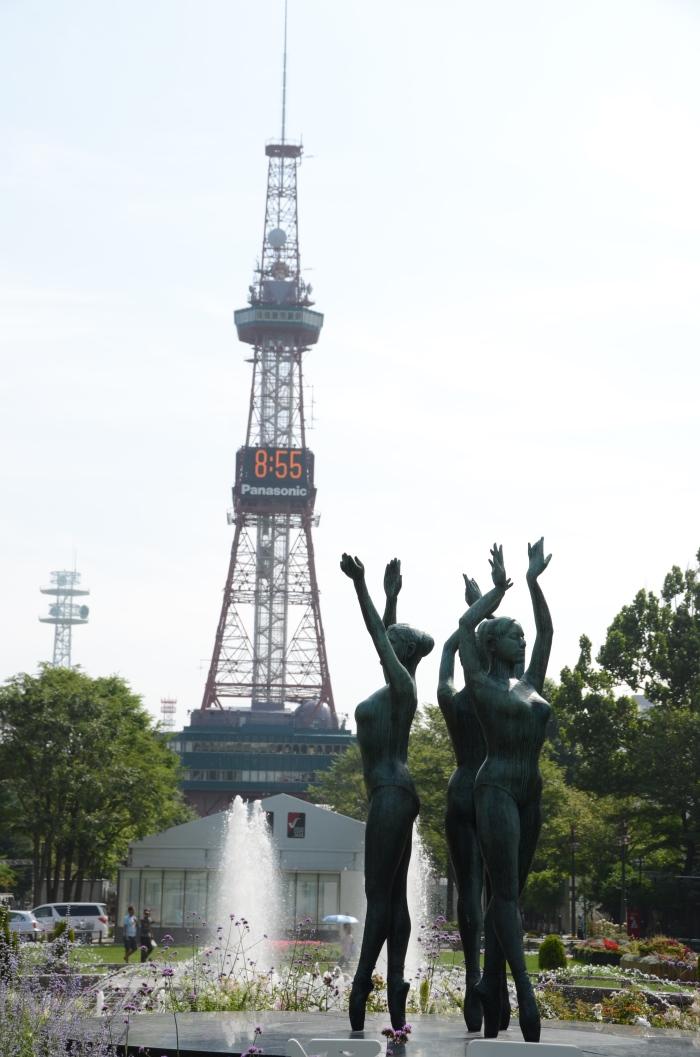 大通公园北端矗立着地标——电视塔。