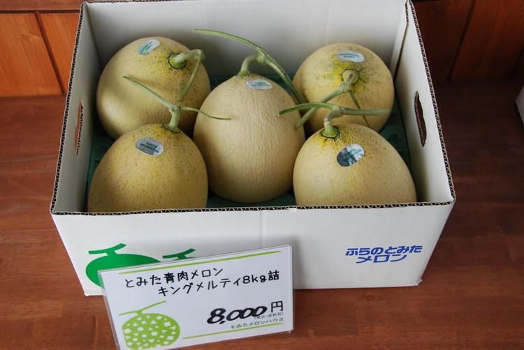 不同种类的蜜瓜,售价也随之有差。