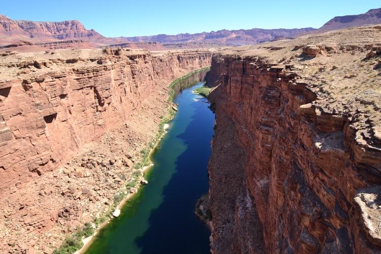 被科罗拉多河劈开的大地似裂开一道巨缝,如此壮观处无需收费。